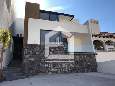 Cumbres Del Cimatario, Preciosa Casa Con Amplio Jardín!