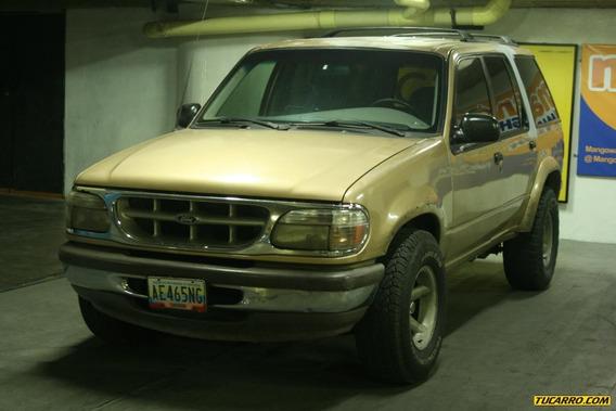 Ford Explorer Sport Wagen