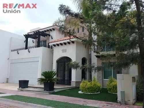 Espectacular Casa En Renta Amueblada, Super Equipada !!!