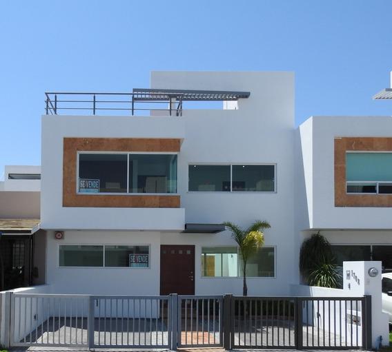 Casa En Venta En El Refugio Sobre Calle $2,400,000