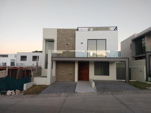Casa En Venta Dentro De Los Robles Residencial