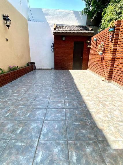 G.de Laferrere 3300 *duplex De 4 Ambientes Con Cochera Y Patio En Flores / Excelente Estado*