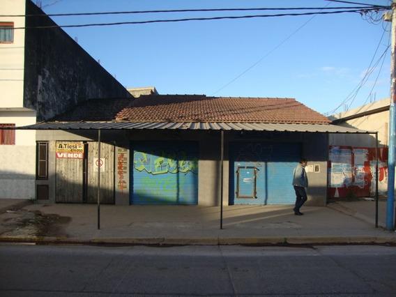 Casa Con Local Único En La Zona!