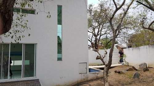 Casa Con Alberca En Buena Zona