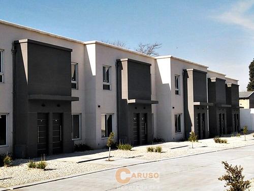 Dúplex Con 2 Dormitorios Y Entrada De Auto En Moreno