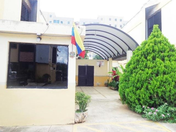 Townhouse Venta Casco Central 19-12662 Raga