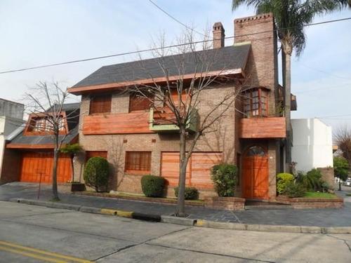 Imagen 1 de 9 de Venta De Chalet 4 Ambientes En Barrio Naon, Capital Federal