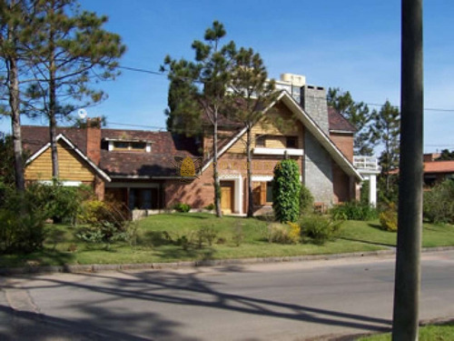 Muy Buena Casa En Mansa A La Venta, Permuta Por Menor Valor En Buenos Aires- Ref: 2572