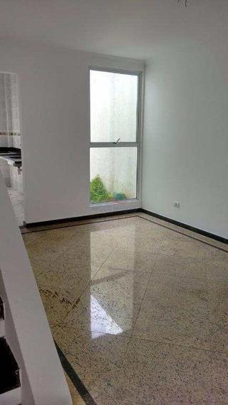 Sobrado 4 Dormitórios - Churrasqueira E Piscina - V2877