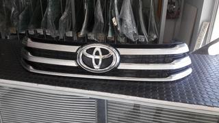Rejilla Central + Insignia Toyota 16/19 Nueva Original