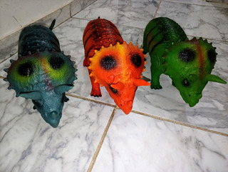 Dinosaurios De Goma. Varias Especies Y Colores