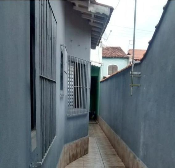 Casas - 2 Dormitórios - 731
