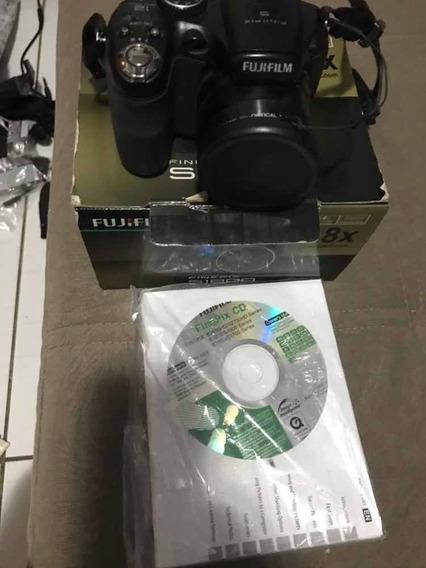 Câmera Fujifilm Finepix S1800/ Com Brinde Uma Colpix Nikon