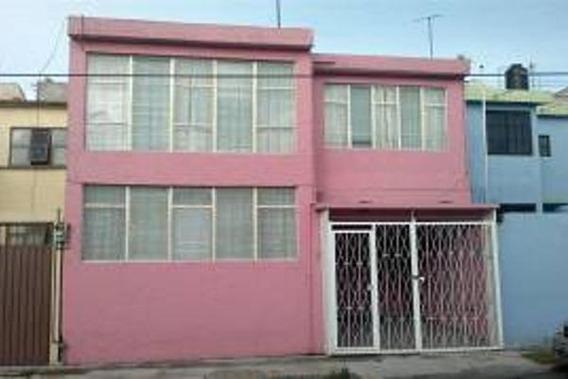 Casa Con 4 Recamaras Muy Cerca De La Av. López Portillo