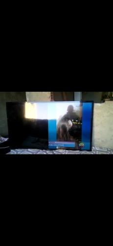 Imagem 1 de 2 de Vendo Uma Tv Com Problema Na Tela