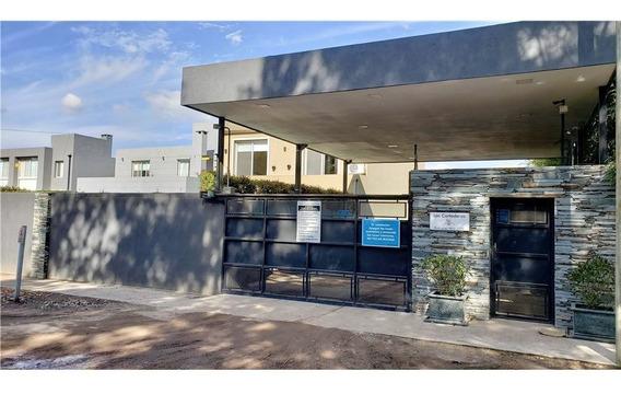 Casa En Venta En Bo Cerrado. Quincho + Pileta