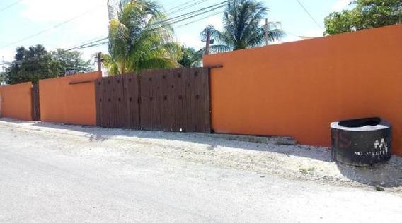 Casa En Venta En Champoton, Campeche, Amplia.