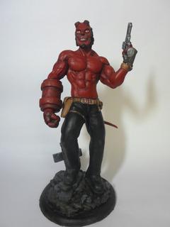 Estatuilla Hellboy 28cm -en Stock