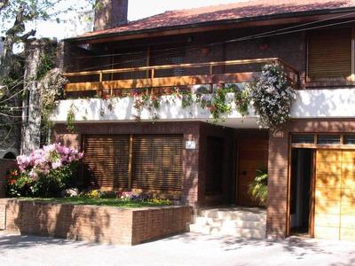 Chalet 4 Ambientes Con Cochera, Jardín Y Quincho