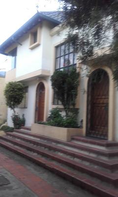 Hermosa Casa De Arriendo En El Condado, En 430 Usd. Tel. 099