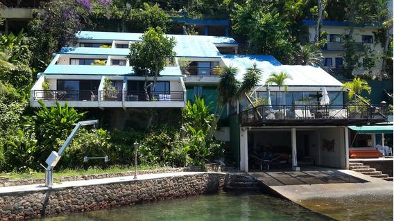 Casa Beira Mar Com Praia E Garagem De Barcos