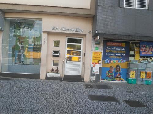 Apartamento Com 2 Dormitórios À Venda Com 90.57m² Por R$ 220.000,00 No Bairro Centro - Curitiba / Pr - Ap.0406