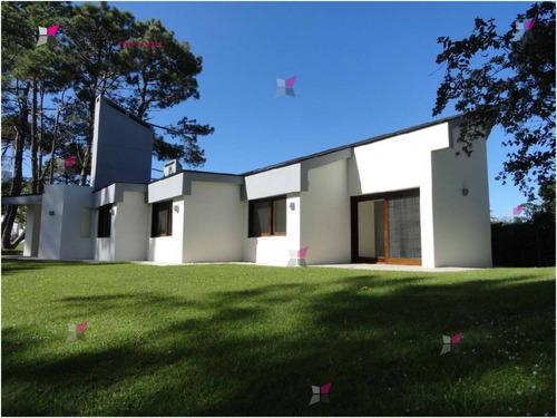 Casa En Mansa, 3 Dormitorios *- Ref: 7972