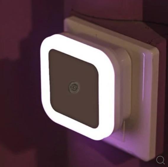 Lâmpada Led Inteligente Tomada Com Sensor De Luz Crianças