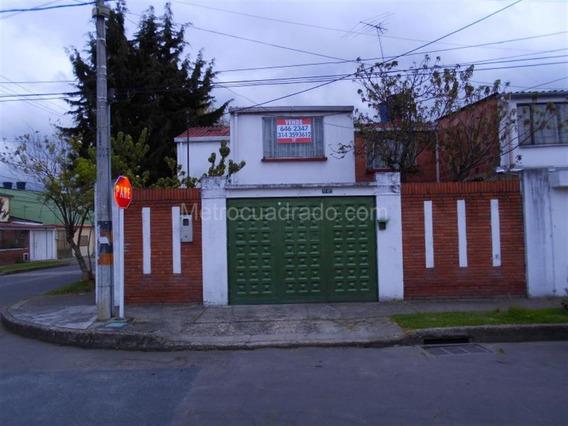 Casa Esquinera, Amplia. Cerca C.c Plaza De La Americas.