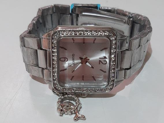 Relógio Feminino Com Detalhes De Brilhantes