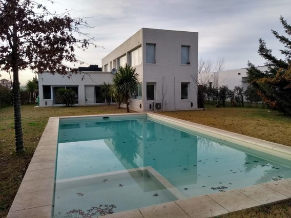 Venta Casa Moderna - Jardin, Pileta, Seguridad - Aguadas, Funes.