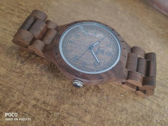 Reloj Hecho Completamente De Madera