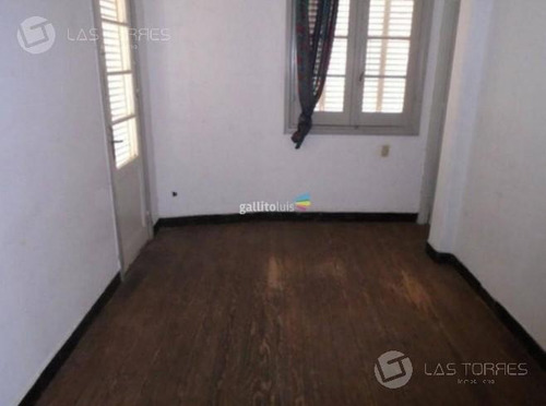 Apartamento - Centro 1ro Por Escalera, A Reciclar, Sin Gastos Comunes, Balcon