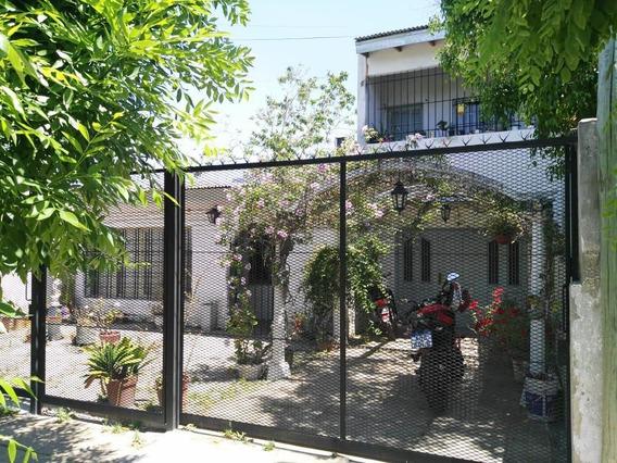 Excelente Casa Sobre Lote De 10 X 30 - Los Hornos 151 Y 67.
