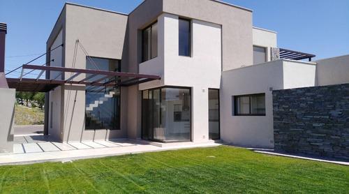 Casa 3 Dormitorios B° Dalvian ( Mendoza. Capital )