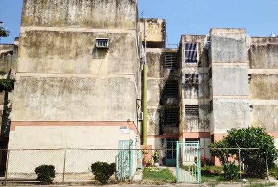 Ag Apartamento En Urb. Girardot, Maracay.