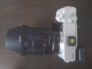 Cámara Sony A6300 Con Lente 16-70mm F4 Y Tripie Vanguard Veo
