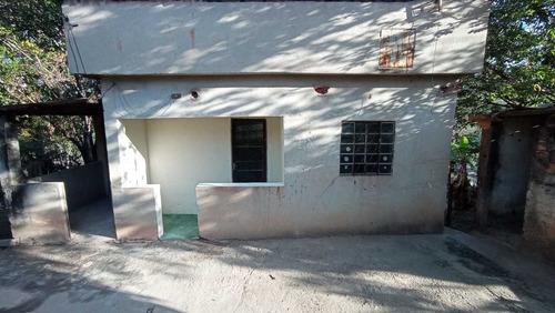 Casa De 5 Comodos 1 Banheiro Com Area