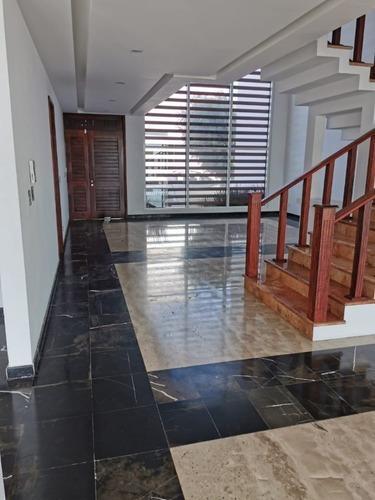 Casa En Renta En Fracc. Pedregal De La Calera