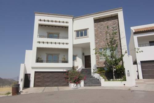 Hermosa Casa Con Acabados De Lujo, Frente A Parque Super Equipada Con Los Mejores Acabados, Los Apar