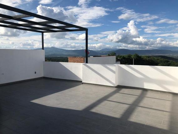 Hermosa Residencia En Zibata, Roof Garden, 3 Recámaras, Jardín, Estudio, Luxury