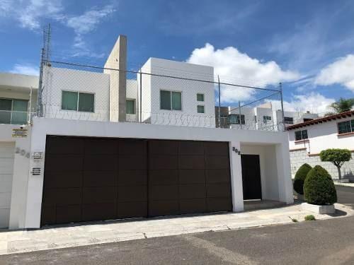 Casa En Venta En Colinas Del Cimatario, 3 Recamaras, 3.5 Baños, Cuarto De Servic