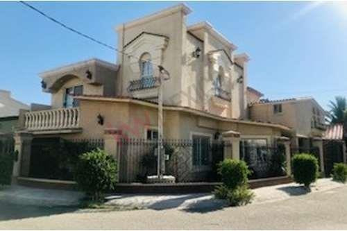Casa En Venta En Privada San Jeronimo (french Style House For Sale)