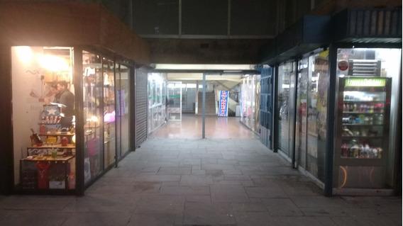 Alquiler De Local En C.comercial, 4m2- Av. Benavides