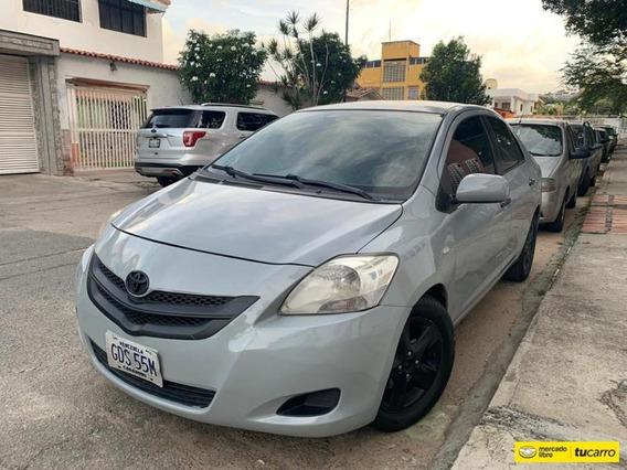 Toyota Yaris Belta-sincrónico