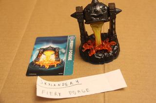 = Skylanders 4 = Fiery Forge Com Card