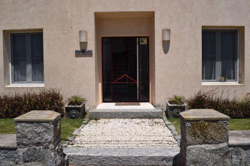 Casa En Peninsula, 4 Dormitorios *- Ref: 3775