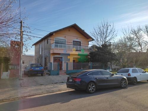Oportunidad Para Invertir, Casa De 3 Dormitorios Mas 2 Apartamentos - Ref: 2855