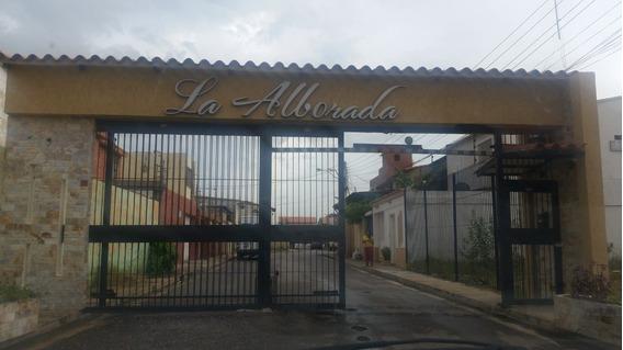 Casa De Dos Niveles En Nueva Barcelona C.r. La Alborada