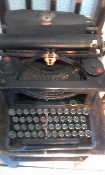 Máquina De Escrever Antiga. Sempre Da Família. Bom Estado.